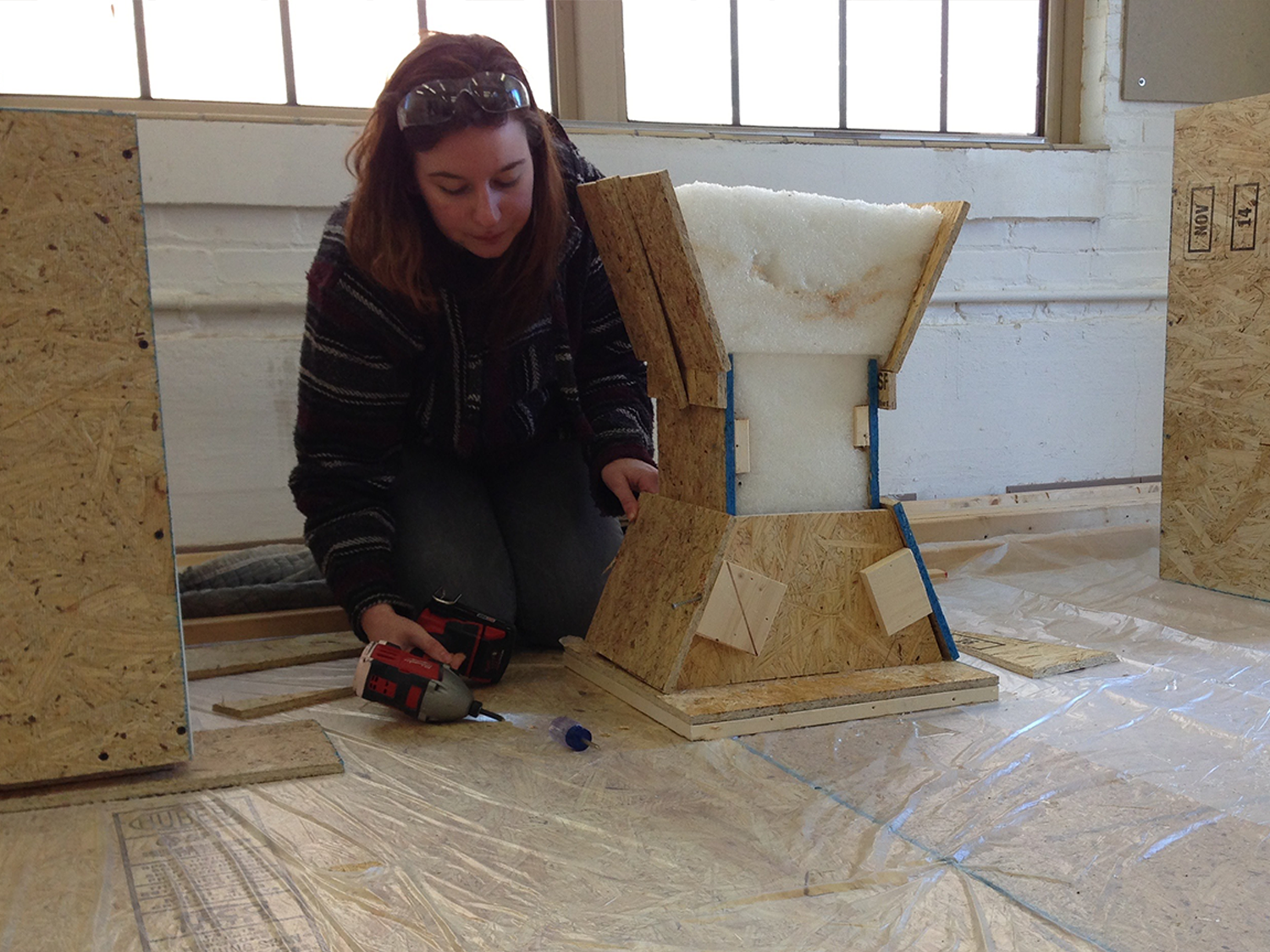 What MFA programs in studio art do not require a BFA or previous undergrauate coursework?